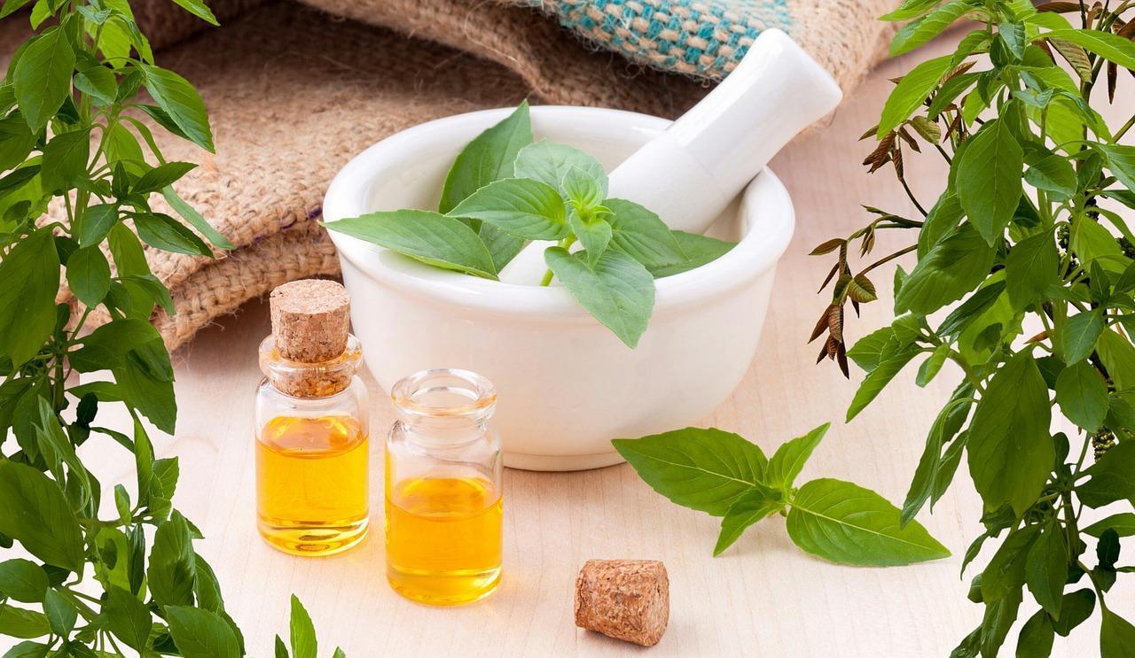 essential oils 3456303 1280